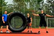 Strongman-workout im Regen